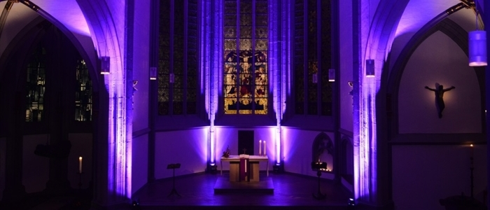 Die Antoniterkirche bei Nacht. Foto: Engelbert Broich.