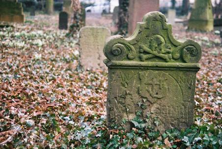 Foto: Grabstein auf dem Geusenfriedhof © Hermann Landvogt